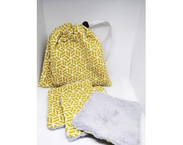 Lingettes jaunes avec son sac